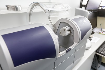 技工所への歯の作成依頼を完全デジタル化